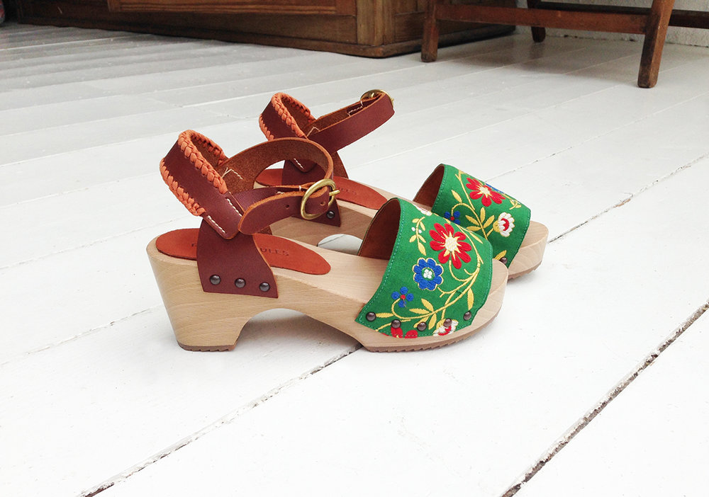 11_green_ribbon_clogs6.jpg