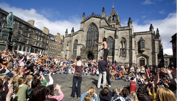 street-performer-Edinburgh-Festival.jpg