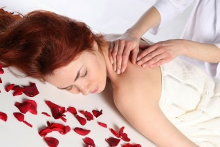 rose-petal--relax--girls--massage_3267965.jpg