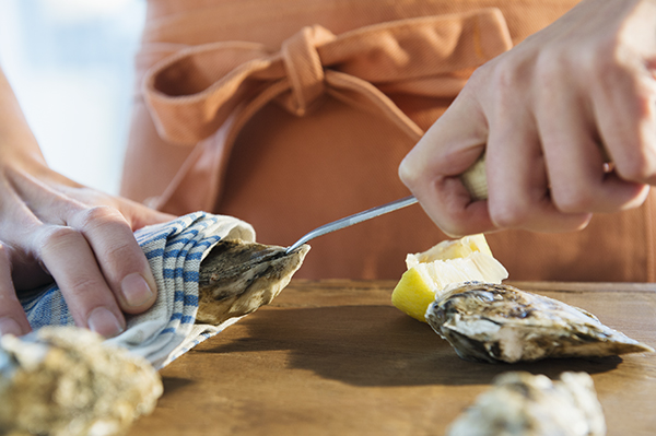 how to shuck oysters - chasing saturdays