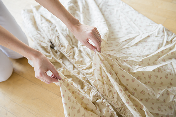 how to fold a fitted sheet - chasing saturdays