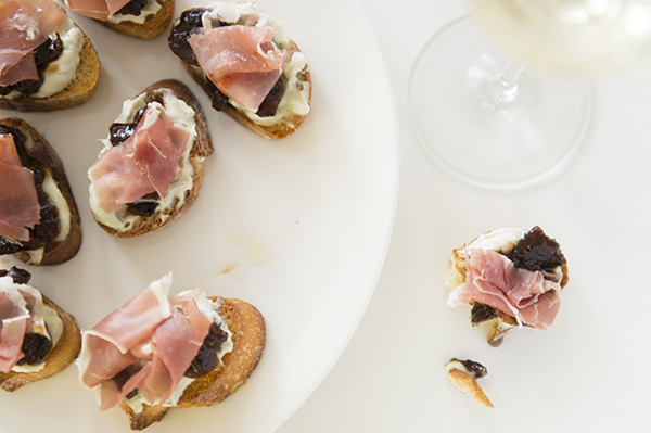 ... crostini apricot crostini fig and gorgonzola crostini with honey