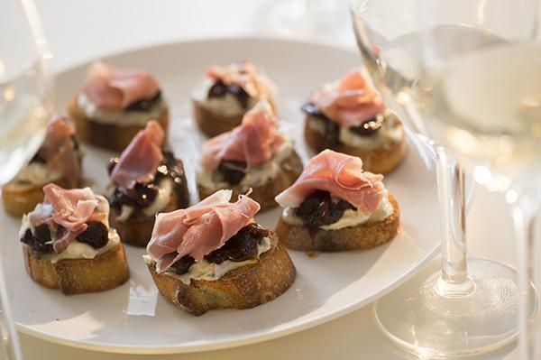 Gorgonzola+and+mascarpone,+fig+jam+&+prosciutto+crostini+ +chasing+saturdays?format=750w