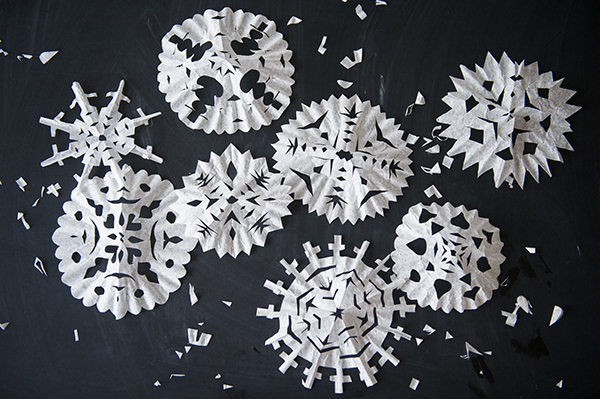 coffee filter snowflakes - chasing saturdays