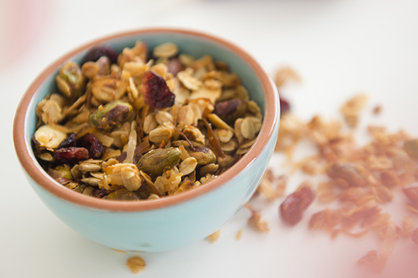 toasted coconut granola - chasing saturdays