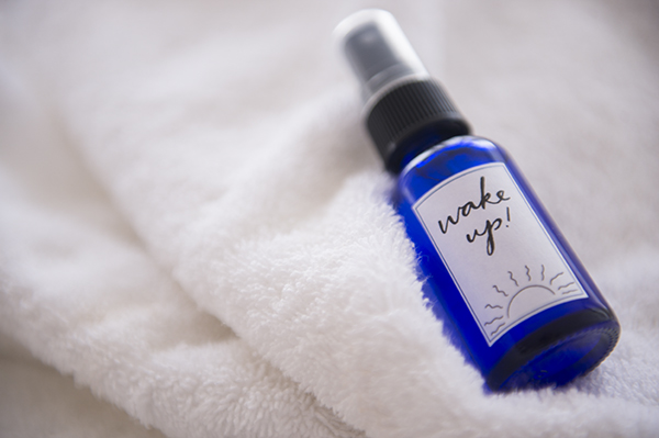 d.i.y morning eucalyptus linen spray  - chasing saturdays