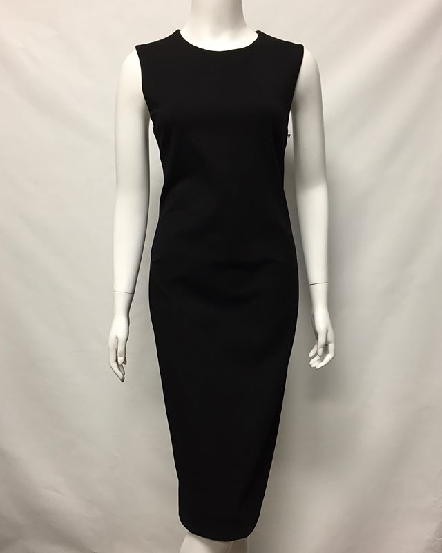 Swipe to see this stunning back detail ✨ Monika Chiang Size 10 $79 #ldb #littleblackdress #monikachiang #womensfashion #shopping #resale #modaoresale #vanwa #pdx