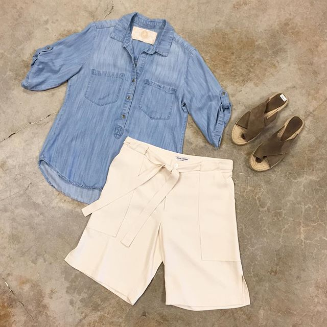Cute and comfortable 👌🏼 #ootd • Bella Dahl Top Size M $16 • Opening Ceremony Shorts Size 6 $49 • Vince Sandals Size 8 $76 • #springfashion #shopping #resale #modaoresale #vanwa #pdx