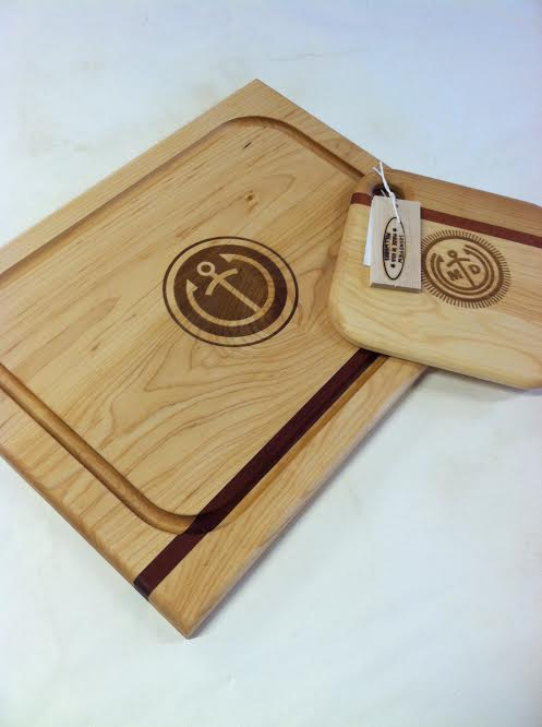 engraved_wedding_logo_cutting_board