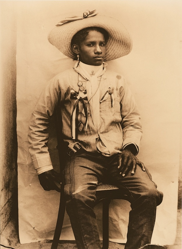 butch cowgirl hall of fame ….butch realness…bad ass bitches with a lot of nerve     blackhistoryalbum :      AFRO-LATINA | 1910  Portrait of a Female Soldier from Michoacan/Retrato de una soldadera de Michoacan, 1910   Black History Album, The Way We Were Follow us on  TUMBLR    PINTEREST    FACEBOOK    TWITTER