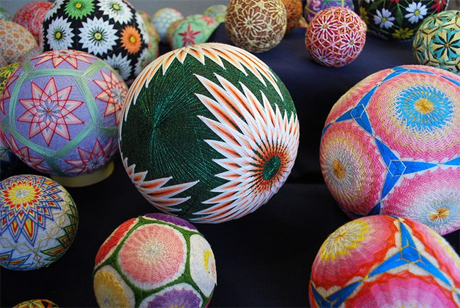 some understand French , others understand nature's language of patterns  …like this grandma does  ……http://www.treehugger.com/culture/embroidered-temari-spheres-pattern-language-nature.html https://soundcloud.com/lady-miss-kier