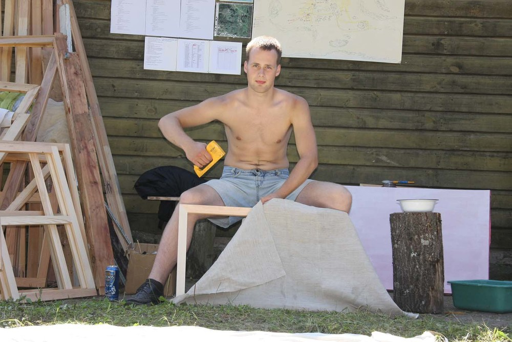 Plenerinės tapybos dirbtuvės, Gerdenis Grickevičius tempia drobes Fotografas Arnas Anskaitis