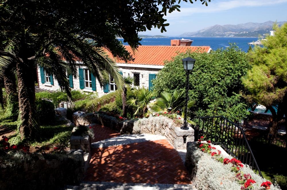 Villa Splendid rises from the sparkling Adriatic in 4 stor