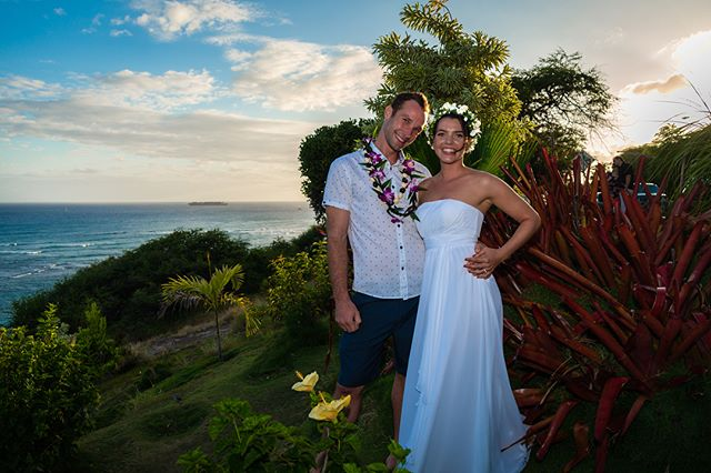 #Congratulations to our #bride Sandy on her #paradise #wedding! She did it simple and #romantic 💕 #weloveourbrides #love #hawaii #views 👰🏻🌅🌈🌊🏝