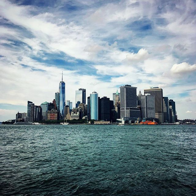 Financial District, as seen from Governor's Island 💵🗽🚕 . 📷: @shiradanielsdesign . #shiradanielsdesign #newyorkcity #batterypark #nyc #newyork #downtown #downtownnyc #fidi #financialdistrict #mycity #travel #travelphotography #photo #photography #photographer #wanderlust #instapassport #seetheworld #getout #explore #travelgram #park #travelbug #hometown #manhattan #worldtradecenter #freedomtower #worldwithoutborders #graphicdesign #graphicdesigner