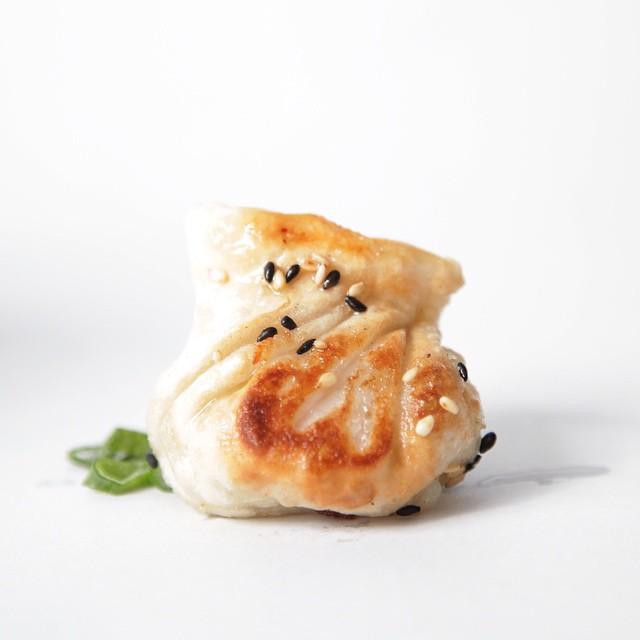 Sabemos que eres un #Fanático de las #Gyosas!  www.MISOTORINO.cl  #sushi #LasCondes #santiago #QuieroSushi #sushilover #sushitime #MISOTORINO #PremiumSushi #PremiumRolls #PruebaMISO #delivery #2015