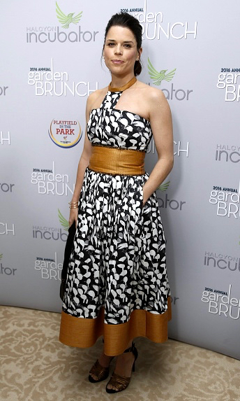 Neve campbell in sophie theallet at the Garden Brunch 2016.jpg