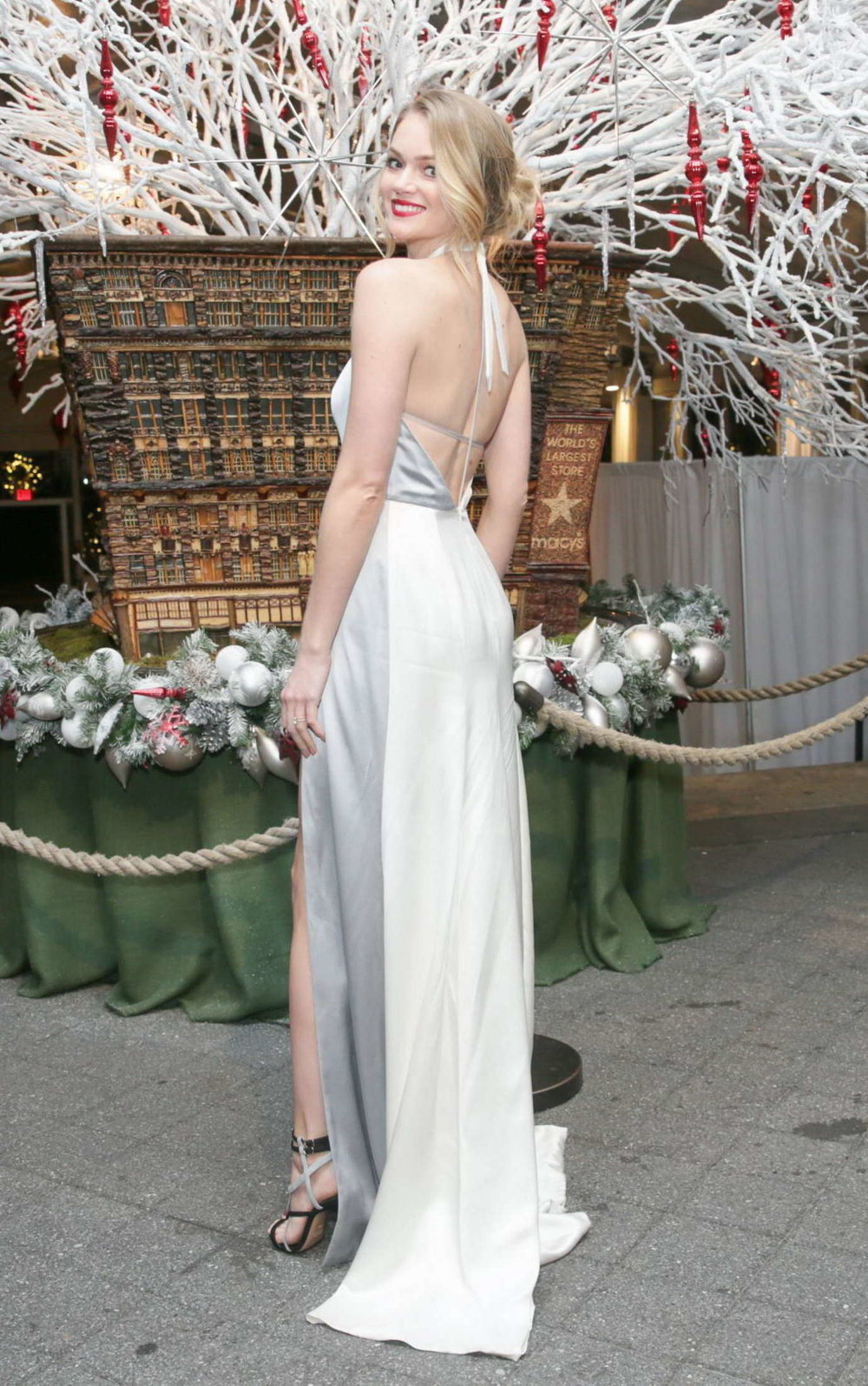 Lindsay-Ellingson--The-Winter-Wonderland-Ball-2015--05.jpg