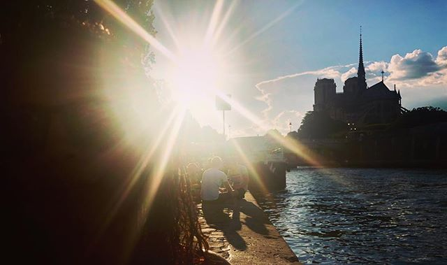 No better way to enjoy the evening reverie, than to spend it with you on the #seine, in #paris and having #wine by #notredame.