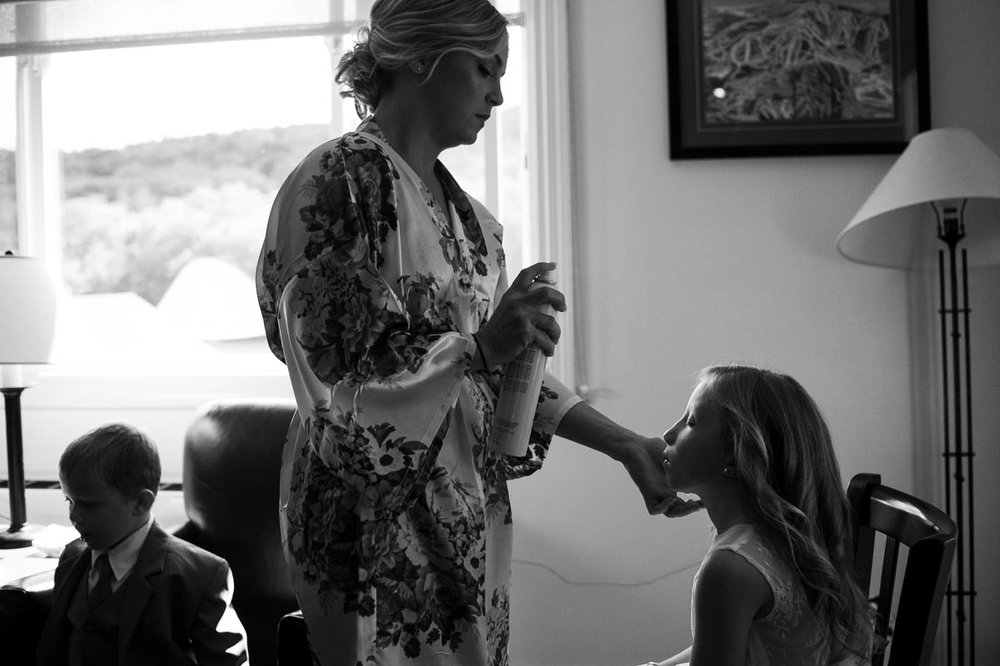 killington vermont wedding mother daughter getting ready