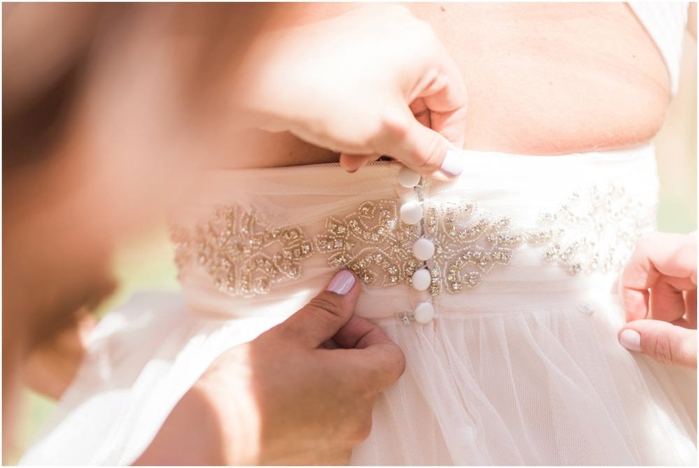 Lord Hill Farms Wedding in Snohomish. Blush, Gold. Glitter. Rustic Chic Wedding.  B. Jones Photography