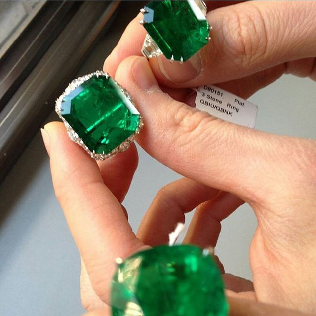 ZERO EDITS...just look at how gorgeous these gigantic Colombian Emeralds are!! ◇◇◇ www.getrockd.com ◇◇◇ #colombian #emeralds #CUSTOMJEWELRY #NYC #instadaily #rochester #igaddict #instagood #instahub #doubletap #Luxury #SMILE #beauty #photooftheday #albany #bestintheworld #beautiful #rare #art #diamonds #bronx #igers #gems #amazing #emerald #syracuse #takeoff #instagramhub #gorgeous #luxurylife