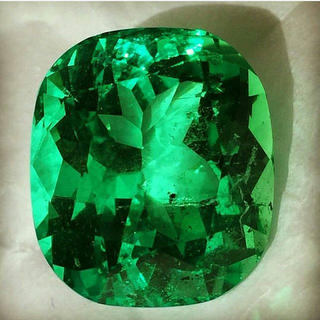 Do you need a 33ct No Oil Emerald from Panjshir?? ・・・ www.GetROCKD.com ・・・ #green #ny #nyc #soho #CUSTOMJEWELRY #rochester #love #instagood #buffalo #instahub #Luxury #SMILE #beauty #photooftheday #albany #bestintheworld #beautiful #rare #diamonds #bronx #igers #gems #amazing #diamond #syracuse #instagramhub #queens #NoOil #Emerald #Panjshir
