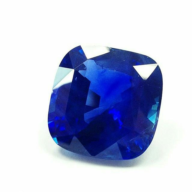 QUERY!  The ROCK'D Staff is curious...what would you do with a 20ct Kashmir Sapphire?? ・・・ www.GetROCKD.com ・・・ #oneofakind #ny #festivus #soho #CUSTOMJEWELRY #rochester #love #instagood #buffalo #instahub #Luxury #SMILE #beauty #photooftheday #albany #bestintheworld #beautiful #bronx #igers #gems #amazing #diamond #syracuse #instagramhub #queens #art #rare #iloveny #kashmir #sapphire