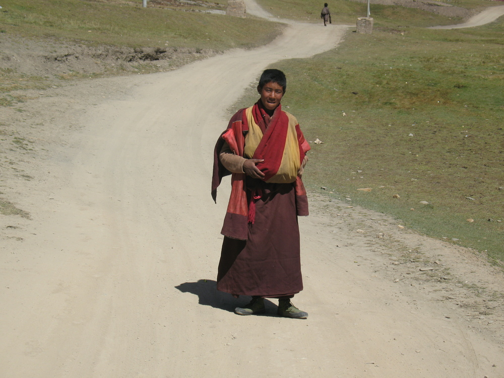 Monk on the road to Gemong Monastery