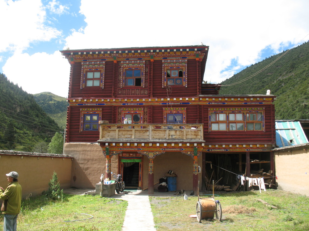 Wood home in Dzongsar