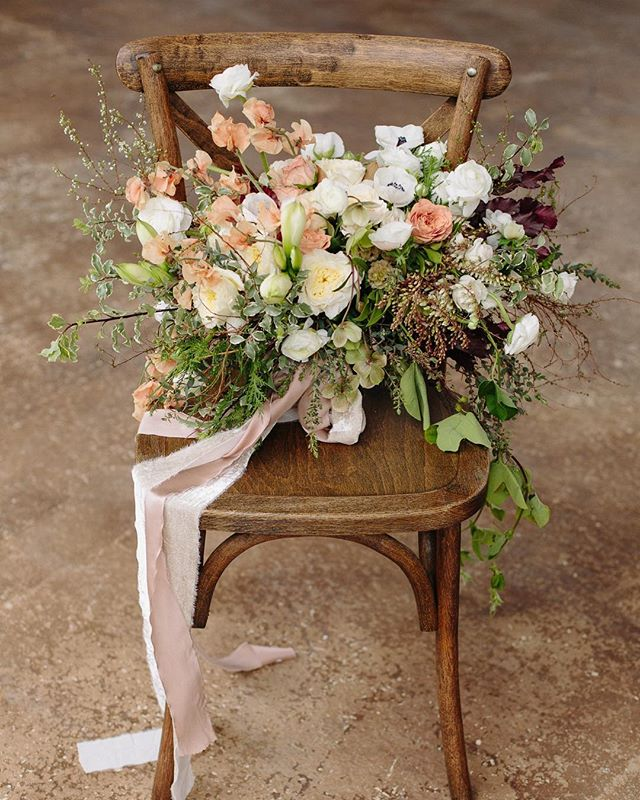 All the heart eyes over this  gorgeous bouquet by the @thevelvetboxwood!! Just Stunning!