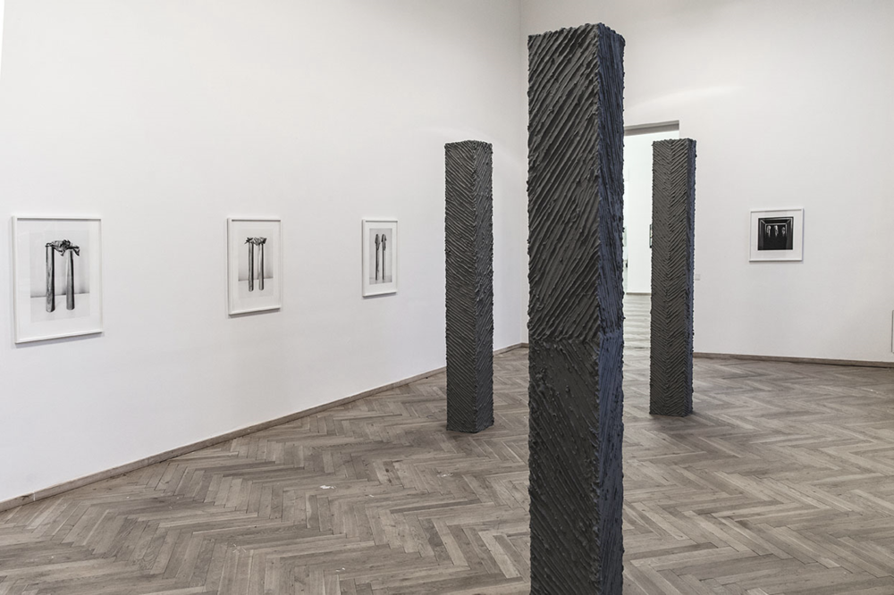 Line drawing pillars, Plaster, paint and wood, 120X120x244 cm (each), 2014 Photo Marc Fleuri