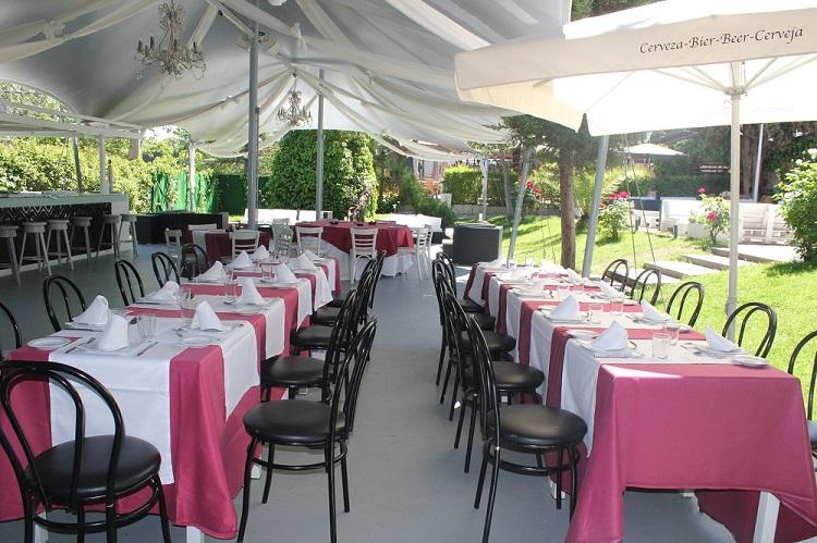 Celebración de cumpleaños en terraza - Latigazo restaurante
