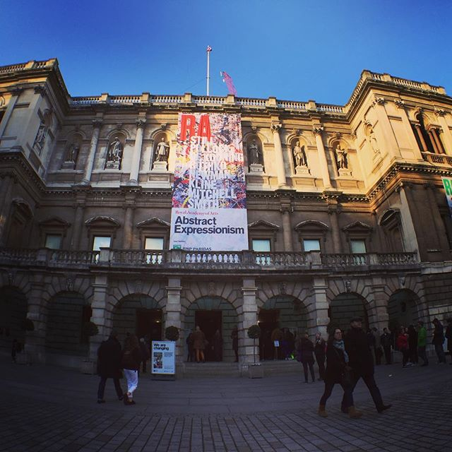 At the last day of the Royal Academy of Arts Abstract Expressionism show. Wow it's busy - wow it is an amazing show! #abstractexpressionism #royalacademyofarts