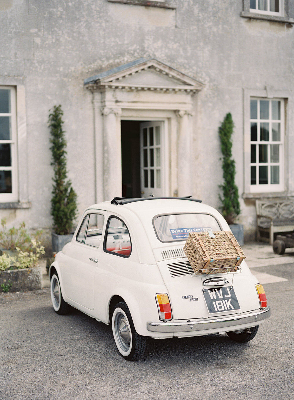 fiat 500 wedding car parked outside smedmore house