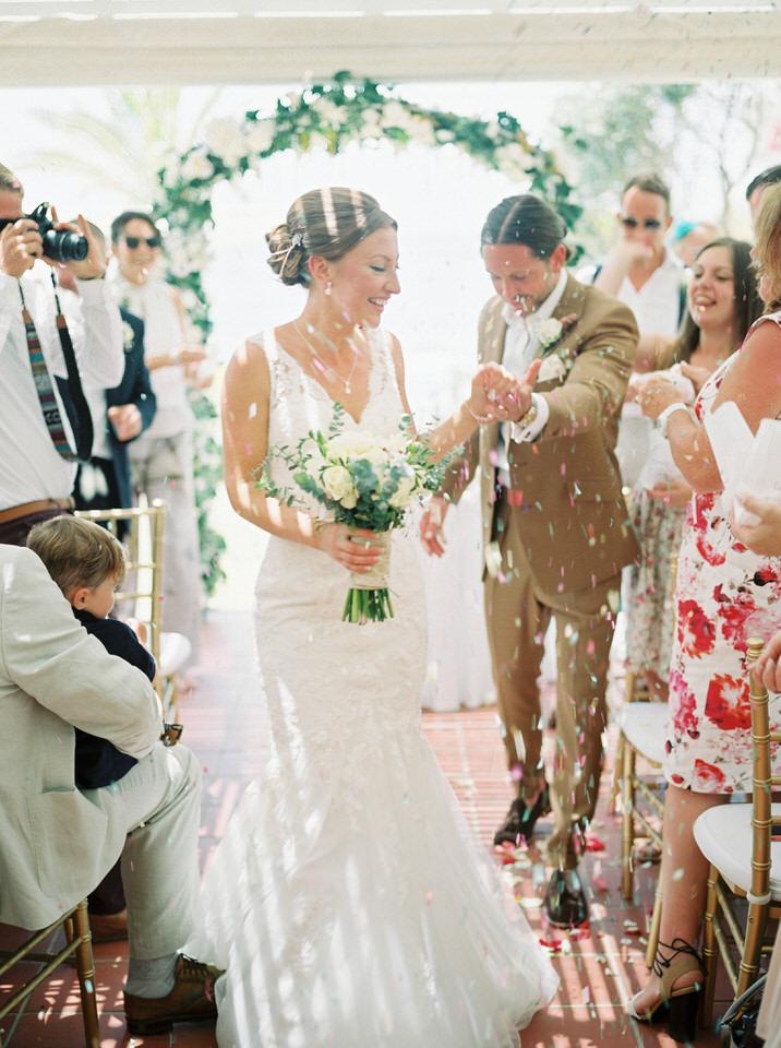 confetti during greek wedding