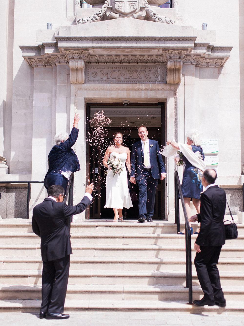 confetti throwing at london wedding