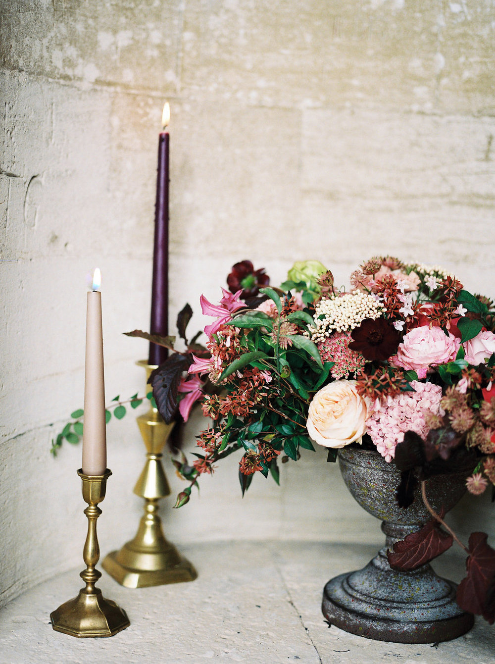 autumnal wedding flowers photo by imogen xiana