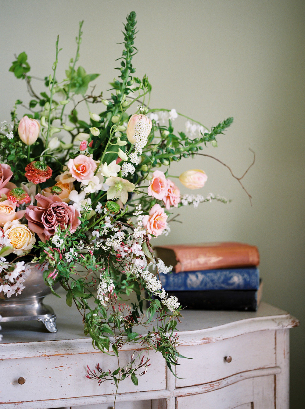 luxury wedding flowers at hotel endsleigh
