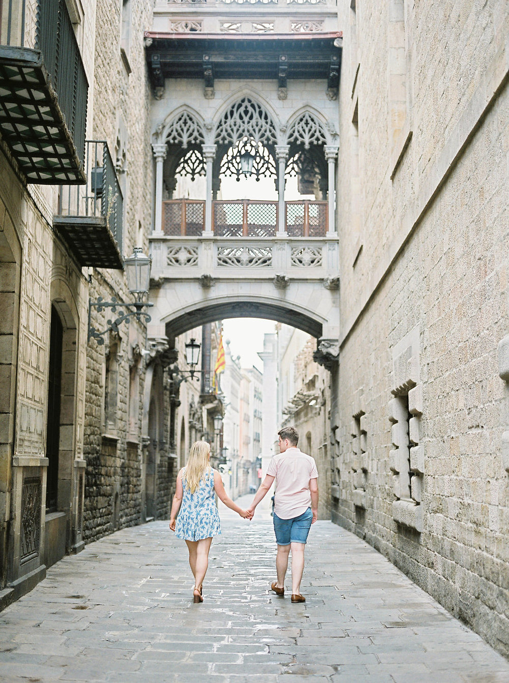 Barcelona pre wedding session in the gothic quarter