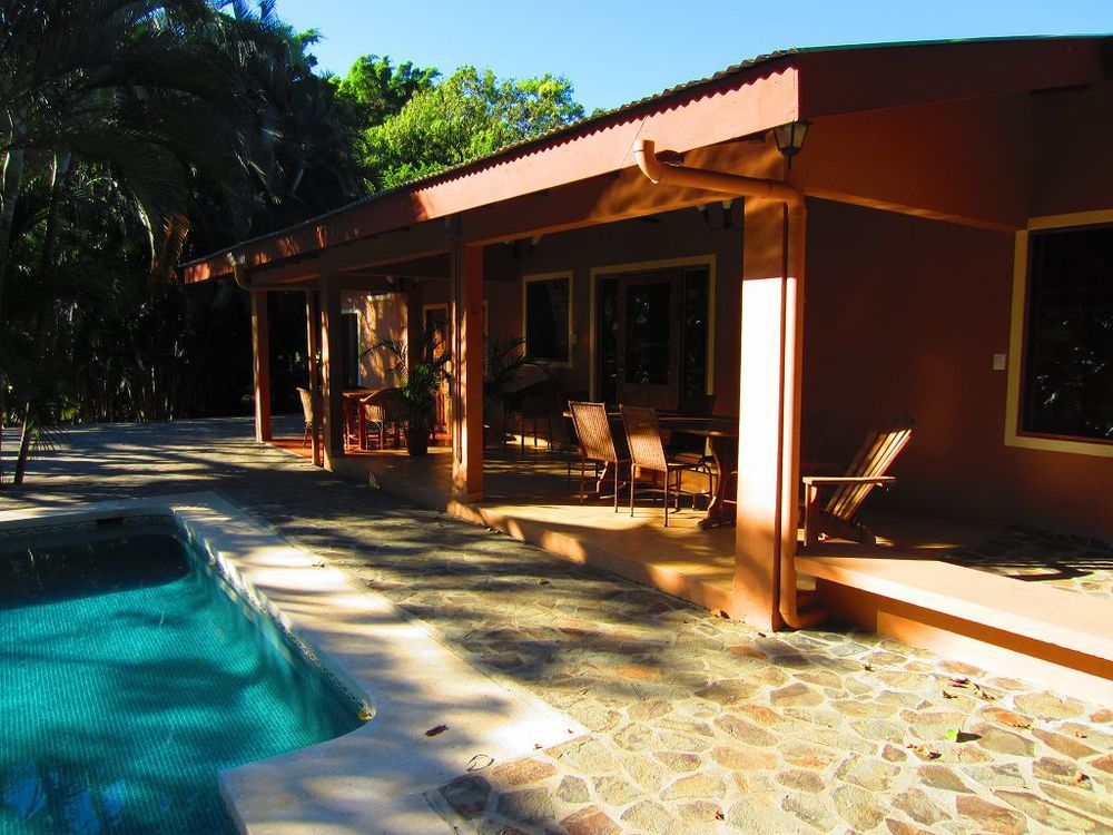 komp-FincaAustria_JungleLodge_terrace-2.JPG