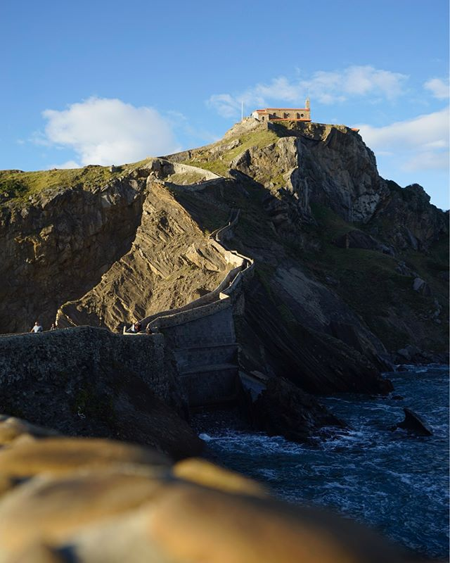 Day 175 // Built in the 10th century the hermitage of San Juan is perched on the top of the islet of Gaztelugatxe and can only be accessed by the 231 winding stairs and bridge that connect it to the mainland. . . #gaztelugatxe #sanjuandegaztelugatxe #roamtheplanet #exploretocreate #adventureawaits #nomadstories #vanlifeeurope #lonelyplanet #vanlifejournal #gameofthrones #gameofthronesspain #vanlifeSpain #Spain #visitSpain #vanlife