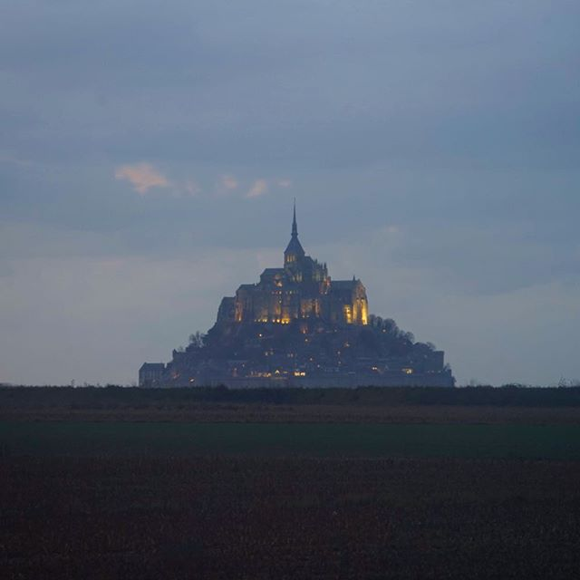 Day 180 // With our days numbered before we cross the channel back to the UK we didn't have the luxury of waiting out the rain, and trying to motivate ourselves to leave the comfort of the van was certainly a struggle! Non the less, Mont st Michel was a pretty impressive sight, even if we did get completely soaked to the bone! . . #montstmichel #montsaintmichel #normandy #roamtheplanet #exploretocreate #adventureawaits #nomadstories #vanlifeeurope #lonelyplanet #vanlifejournal #vanlifeFrance #France #visitFrance #vanlife