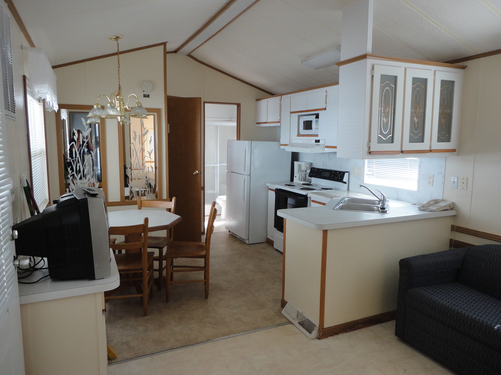 Vacation rentals pirateland family camping resort for Three bed
