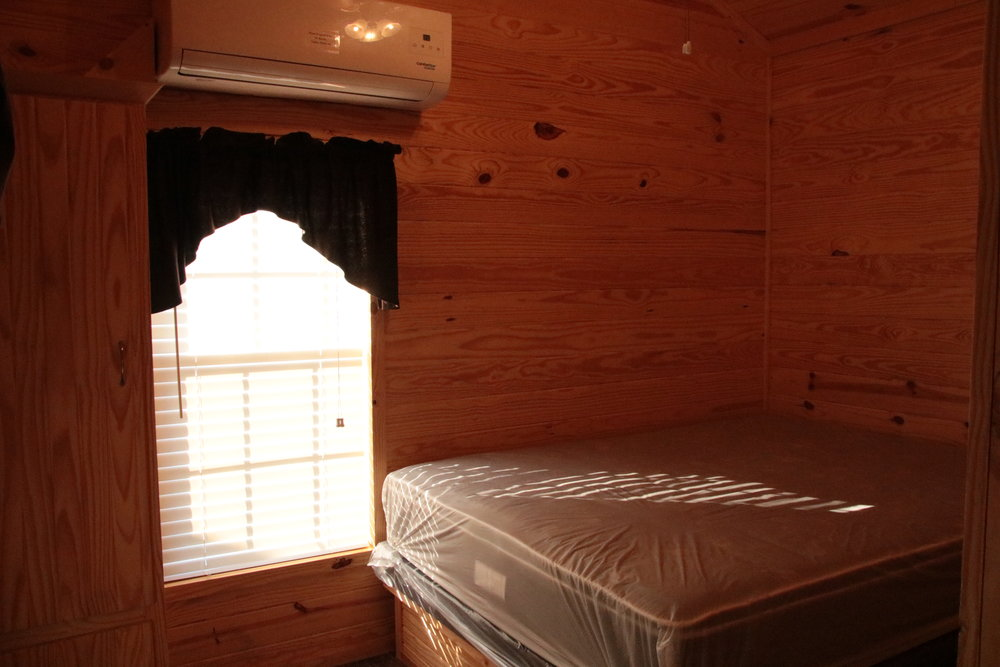 hc cabin bedroom.JPG