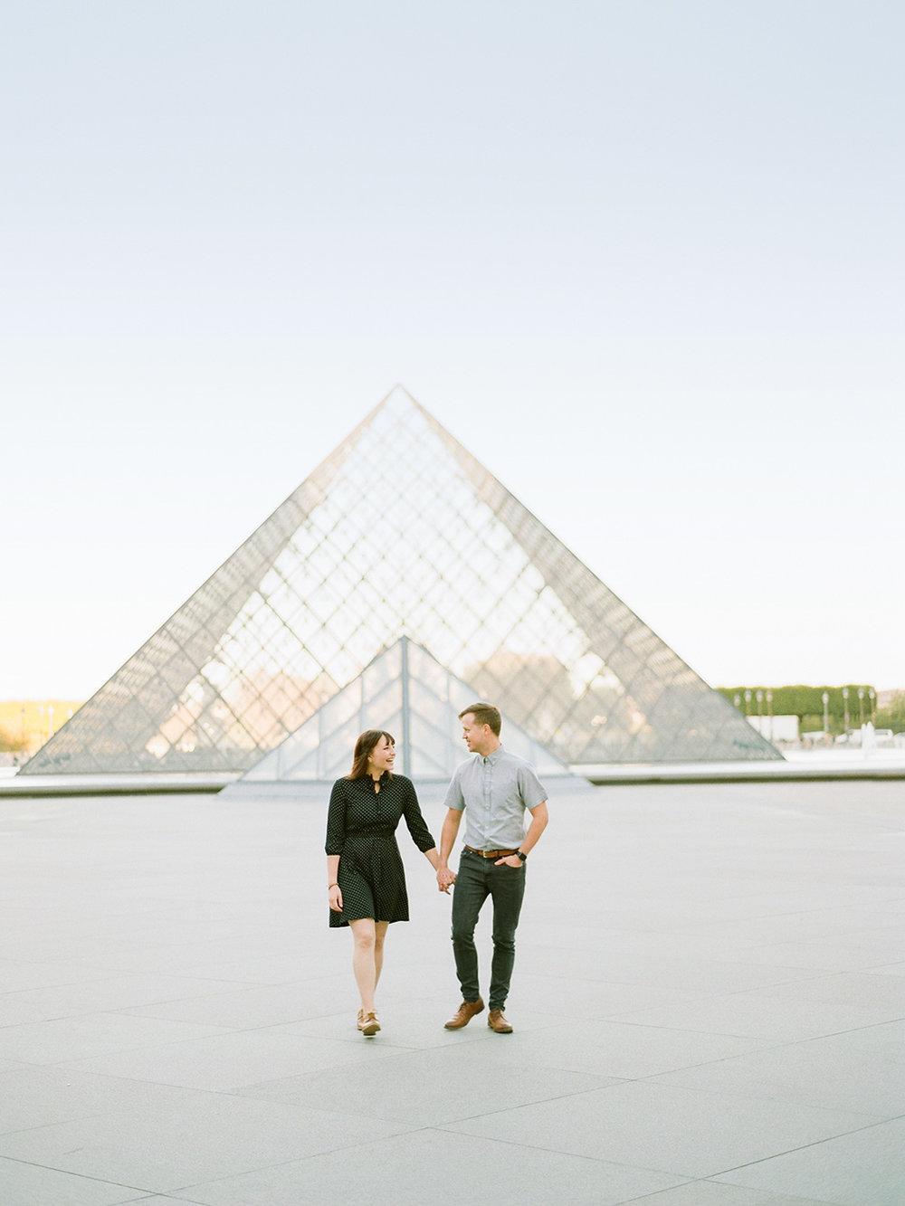 The Louvre Paris Couple | Rensche Mari