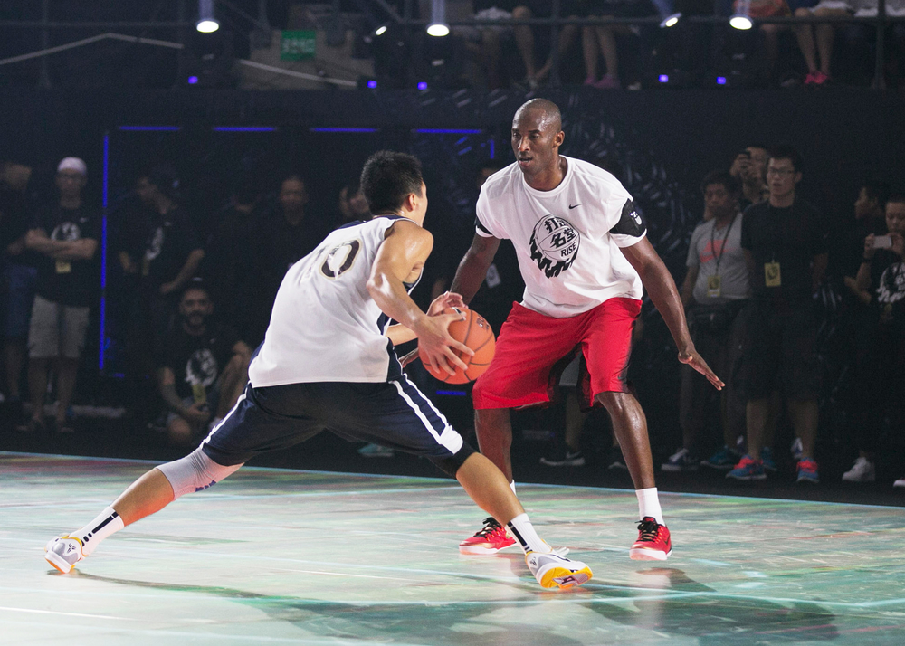 nike-kobe-bryant-china-tour-2014-tron-like-led-digital-basketball-court-07.jpg