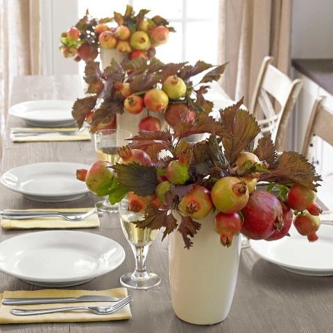 Hosting Thanksgiving can be stressful, so we pulled together a bit of inspiration to get motivated! These ideas from some of our favorite publications will surely help you create a holiday to remember! Link in bio to read about this pomegranate table arrangement and more!