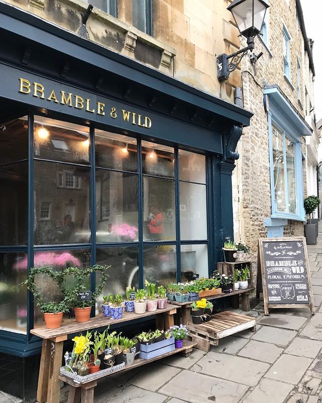 A wonderful aspect of the magazine is getting to explore new places and create city guides. For V5 we went to Frome and not only did we get to meet one of our amazing stockists @resident_store  bit we got to visit @brambleandwild which was an absolute dream 🌿 you can see the full story which is on shelves now and available on the website.