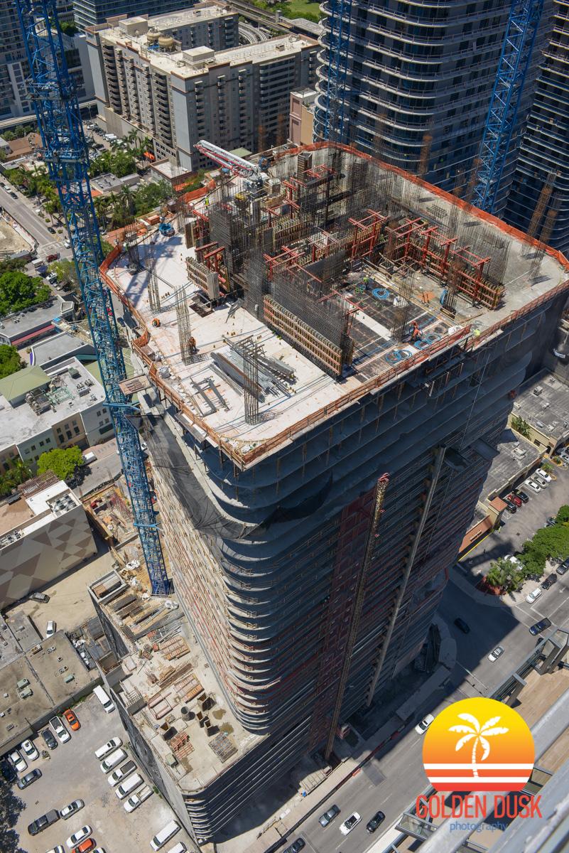 SLS Lux Reaches 33rd Floor
